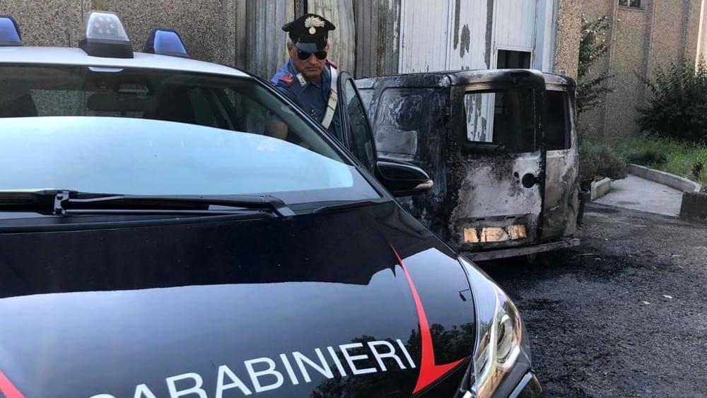 furgone-incendio-carabinieri-2