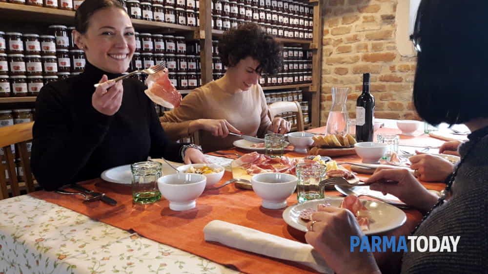 donne in hosteria per la festa più gustosa che ci sia-2
