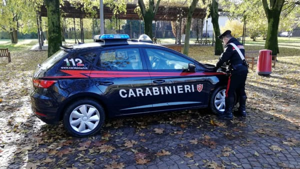 In auto il 'distributore' self service di cocaina: arrestato 30enne nigeriano