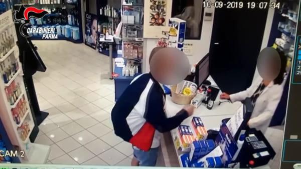 VIDEO - Assalto alla farmacia di via Gramsci: 39enne minaccia la farmacista con una siringa sporca di sangue