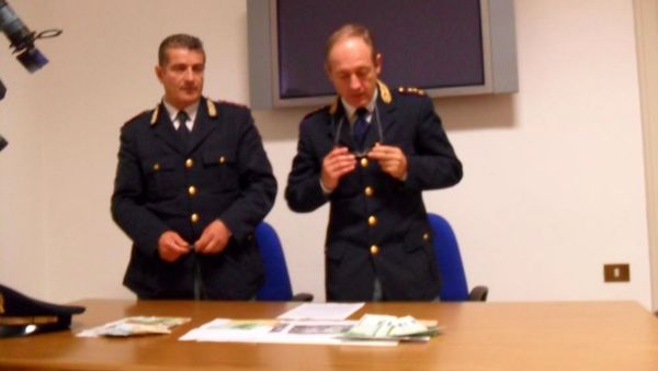 arresto-spendita-soldi-falsi- (2)