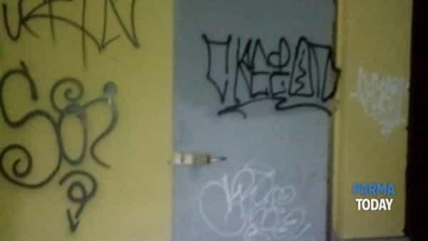 stazione di colorno. ancora atti vandalici. ormai non farà di certo più notizia.-6