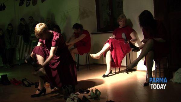 'Non un passo indietro': di nuovo sul palco le donne migranti e native di Vagamonde e Festina Lente Teatro