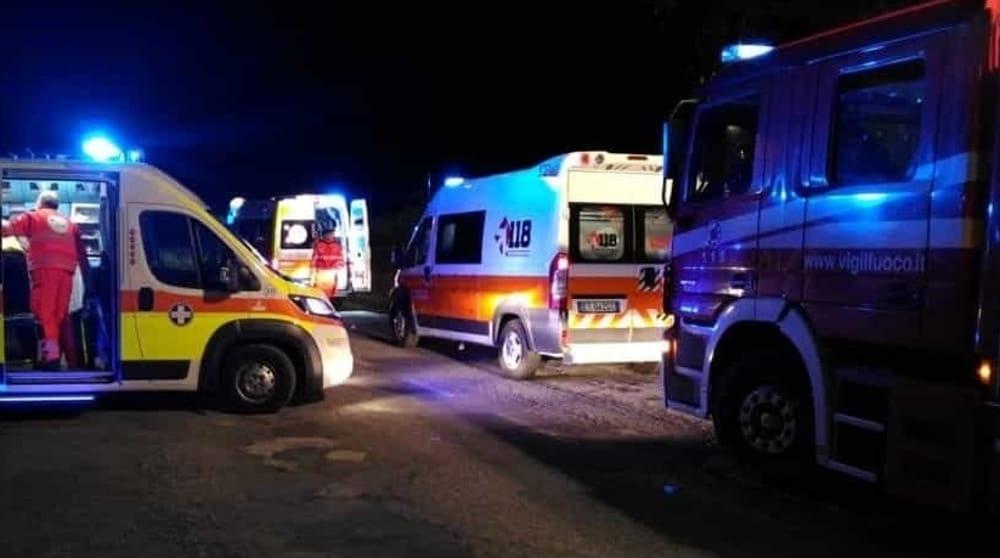 Paura a Colorno, auto esce di strada e si schianta contro una casa: conducente grave