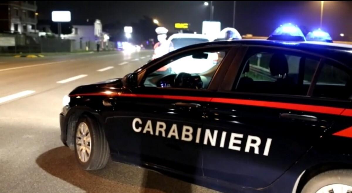 Calci, pugni e minacce di morte: 17enne rapinato in Ghiaia da un coetaneo